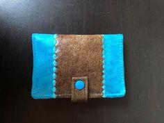 Portefeuille Compère en simili cuir et suédine bleu cousu par Melinda - Patron Sacôtin