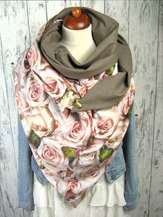 43 Comfortable Street Style Looks Trending Today Fleece Scarf, Hooded Scarf, Cowl Scarf, Velvet Scarf, Diy Kleidung, Diy Mode, Triangle Scarf, Trending Today, Creation Couture