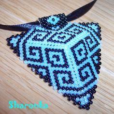 Trojúhelník Trojúhelník šitý z japonského rokajlu TOHO (strana má 6 cm) zavěšený na saténové stužce. Délka náhrdelníku 45 cm. Upozornění - fotka trochu zkresluje - modrá barva je světle modrá nikoli tyrkysová!! Beading Jewelry, Friendship Bracelets, Triangle, Beads, Fashion, Beading, Moda, Fashion Styles, Pearl Jewelry