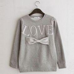 Pull love gris, existe en noir et en blanc