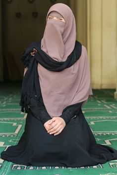 Hijab Niqab, Muslim Hijab, Hijab Outfit, Niqab Fashion, Muslim Fashion, Modest Fashion, Beautiful Muslim Women, Beautiful Hijab, Hijabi Girl