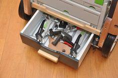 Мобильный верстак MFTC Festool Kapex, Workbench Designs, Workshop Storage, Woodworking Shop, Tool Box, Shoe Rack, Workbenches, How To Plan, Wood Working