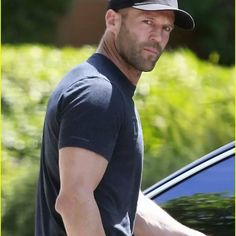 Jason Statham is always right with black t shirt.  #tshirtalwayswin