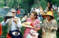 Farah Diba Pahlavi (ex-Kaiserin von Persien, heute Iran), auf dem Weg zum Picknick, bekam Cowboy-Hut geschenkt, 'Stetson', Aspen/Colorado/USA/Nordamerika, , Kind, Mädchen, Promi,, -, Promis, Prominenter, Prominente, NB; Foto: P. Bischoff; , Sc