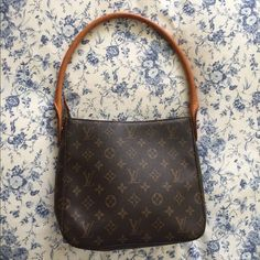 Louis Vuitton medium looping bag LV medium looping bag. Shows no sign of wear except on the handle, see pic #4. Bags