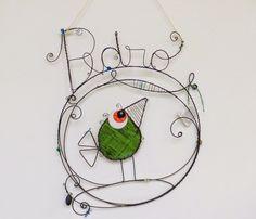 plaquinha quarto/maternidade Wire Crafts, Diy And Crafts, Copper Wire Art, Bijoux Fil Aluminium, Diy Gifts, Handmade Gifts, Glass Birds, Wire Work, Bird Art
