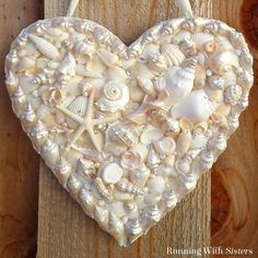 seashell heart door hanger, crafts, doors, how to Mosaic Diy, Mosaic Crafts, Mosaic Ideas, Seashell Art, Seashell Crafts, Seashell Projects, Pierre Turquoise, Hanger Crafts, Heart Crafts