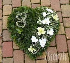 Bildergebnis für grabgestaltung You are in the right place about funeral arrangements Here we offer you the most beautiful pictures about the funeral quotes you are looking for. Remembrance Flowers, Memorial Flowers, Funeral Flower Arrangements, Funeral Flowers, Deco Floral, Arte Floral, Valentine Decorations, Flower Decorations, Sympathy Flowers