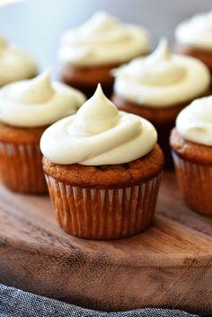 Heavenly Oreo Dessert Fall Dessert Recipes, Holiday Desserts, Cupcake Recipes, Thanksgiving Recipes, Fall Recipes, Thanksgiving Cupcakes, Desserts Menu, Sweet Desserts, Plated Desserts