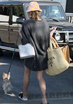 Hayley Bieber, Beach Poses, Hailey Baldwin, Santa Barbara, Kendall Jenner, Fashion Models, Outfits, East Side, Style