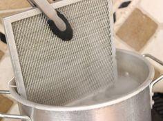 Vraag en antwoord: hoe krijg je het rooster van je dampkap schoon? Kook water en voeg Baking Soda toe!