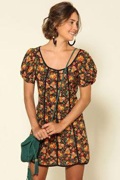 vestido curto bouquet chuvisco
