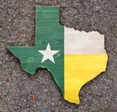 Texas wooden cutout with #Baylor colored flag #SicEm