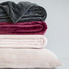 Don't ever get caught in the cold without a luxuriously soft fleece throw! Our Selke Fleece throws are as snuggle-worthy as it gets. Warm Blankets, Throw Blankets, Pink Throws, Vintage Bedspread, Fleece Throw, Bed Spreads, Bed Sheets, Fall Decor, Comfy