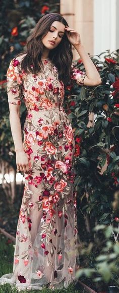 Rosamaria G Frangini Floral Fashion, Modest Fashion, Fashion Design, Fashion Beauty, Girl Fashion, Fashion Outfits, Fashion Ideas, Pretty Dresses, Beautiful Dresses