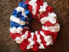 How to make 4th of July - Holiday Fabric Wreath - DIY Craft Project with instructions from Craftbits.com
