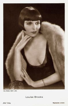 Louise Brooks, German postcard by Ross Verlag, no. 4252/1, 1929-1930. Photo: Alex Binder, Berlin.