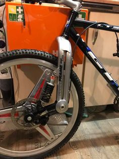 Motorcycle Design, Bicycle Design, Electric Bike Kits, Suzuki Cafe Racer, Mercedes Benz Maybach, Balance Bike, Bicycle Components, Bike Frame, Cool Bicycles