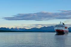 Kongelig party-seilas for nye Hurtigruten