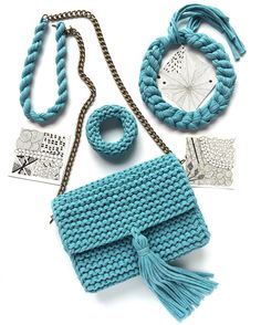 Crochet Handbags, Knitted Bags, Chanel Boy Bag, Winter Hats, Shoulder Bag, Knitting, Knits, Shoes, Fashion