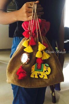 Best 12 New Style Clutch & Potly -Bride-to-be & Bridesmaid must have on Wedding Season! Embroidery Bags, Embroidery Designs, Saree Tassels, Potli Bags, Jute Bags, Fabric Jewelry, Handmade Bags, Handicraft, Diy Bags