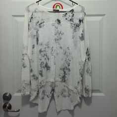 Long sleeve top with print Cute long sleeved top with small slit on shirt tail. Brand new, no tags. Enti Tops