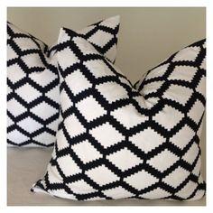 Sale Decorative Throw Pillow Cover ONE 16x16 - Designer Fabric   Black/White invisible Zipper Closure auf Etsy, 11,01€