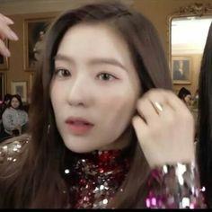 Tiffany, Red Velvet Irene, Seulgi, White Roses, Kpop Girls, Celebrities, Pretty, Pink, Beauty