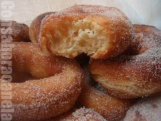 : Rosquillas de canela Mexican Food Recipes, Dessert Recipes, Desserts, Donuts, Venezuelan Food, My Dessert, Easy Bread, Saveur, Bakery