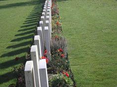 Cimetière du village de Bonnay, Picardie, La Somme.  Ma visite en 2005