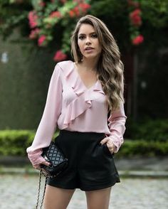 42 Ruffles Blouses Trending This Summer - Global Outfit Experts Blouse Styles, Blouse Designs, Moda Fashion, Womens Fashion, Fall Fashion Outfits, Red Blouses, Elegant Outfit, Street Style Women, Latest Fashion Trends