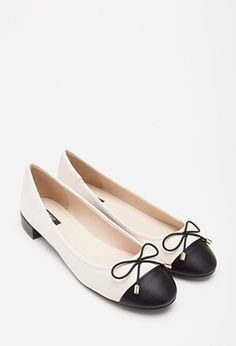 Black and white ballet flats | theglitterguide.com