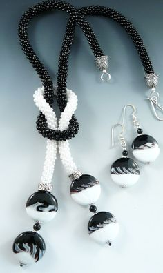Black and white always go together, as this beaded kumihimo jewelry set proves.