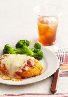 Oven-Baked Chicken Parmesan – Cheesy chicken Parmesan on the table in 30 minutes? Sure! Check out this easy oven-baked dinnertime fave.