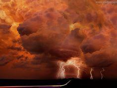 Pictures on your Mobile - Lightning: http://wallpapic.co.uk/landscapes/lightning/wallpaper-3433