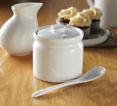 Porcelain Sugar Pot with Lid: Serve more than just sugar in this cute porcelain pot and lid!