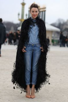 Uliana Sergeenko in a Black Feather Coat at Paris Fashion Week Style Work, Mode Style, Her Style, Style Blog, Denim Look, Jeans Denim, Cuffed Jeans, Denim Style, Denim Shirt