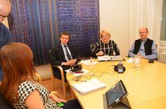 Ympäristöministeriössä ympäristösovittelua eri kulmilta pohtivat Tuomas Kuokkanen, Riitta Rönn ja Tuomas Aarnio. Heidän mietteensä löytyvät nettivideolta: http://www.ymparistokonfliktisovittelu.fi/fi/haastattelut/ronn @ympsovittelu #jakautuukosuomi @koneensaatio