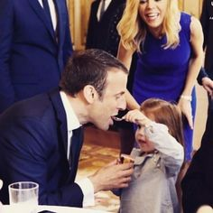 Emmy and his step-granddaughter #emmanuelmacron #lesmacron