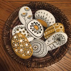 Fun and super easy stone art! Pebble Painting, Pebble Art, Stone Painting, Painted Pebbles, Painted Pots, Drawing Rocks, Inspirational Rocks, But Is It Art, Rock Flowers