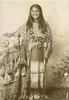 Portraits-vintage-de-jeunes-amerindiennes-fin-1800-debut-1900-2
