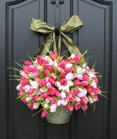 I love tulips! Pink Tulips Bucket of Spring Tulips Spring by twoinspireyou Tulip Wreath, Tulip Bouquet, Floral Wreaths, Diy Ostern, Spring Door, Pink Tulips, White Tulips, Front Door Decor, Front Doors