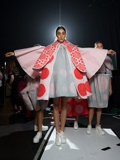 Vanessa Emirian shows at the National Graduate Showcase during VAMFF 2015 Avangard Fashion, Quirky Fashion, Colorful Fashion, Fashion Prints, High Fashion, Fashion Show, Fashion Outfits, Womens Fashion, Fashion Design