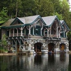 Maple Island Handcrafted Log Homes - Adirondack Cabin, Lake Placid, New York. Architecture Design, Architecture Colleges, Russian Architecture, Beautiful Homes, Beautiful Places, Haus Am See, Cabin In The Woods, Cabins And Cottages, Log Cabins