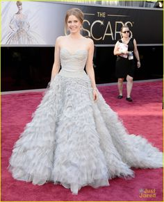 Amy Adams hits the red carpet at the 2013 Academy Awards  The 38-year-old actress looked absolutely stunning in an Oscar de la Renta gown and Moa jewelry.