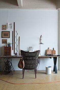Rustige kleuren gecombineerd met mooie accessoires,  stoffen met prints en vormen.