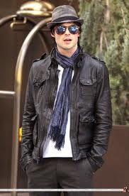 Resultados da Pesquisa de imagens do Google para http://www.rogue.us.com/wp-content/uploads/2012/02/Ian-Sommerhalder-black-leather-jacket.jpg