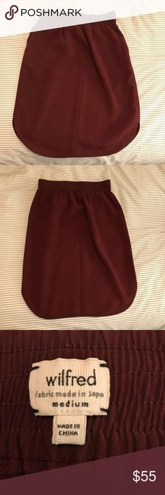 New Aritzia skirt size medium This new Aritzia skirt is new and in perfect condition. He material is cool for day or night. Would work for the office or ok the weekend with sneakers and a sweatshirt. Burgundy- size M Wilfred Skirts Midi