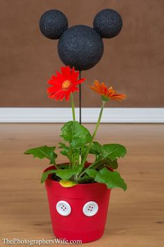 """Mickey Flower Pot DIY Cra Mickey Flower Pot DIY Craft Disney — too cute! You could add photos instead of … Mickey Flower Pot DIY Craft Disney — too cute! You could add photos instead of plants. 36 DIYs That Will Get Disney Craft Ideas fro""""Hunny"""" Pots Flower Pot Crafts, Clay Pot Crafts, Crafts To Make, Flower Pots, Fun Crafts, Crafts For Kids, Diy Flowers, Mouse Crafts, Minnie Mouse Party"""