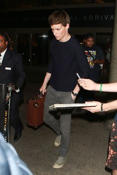 Eddie Redmayne Photos - Eddie Redmayne is seen at LAX on January 30, 2016. - Eddie Redmayne Looks Casual at LAX